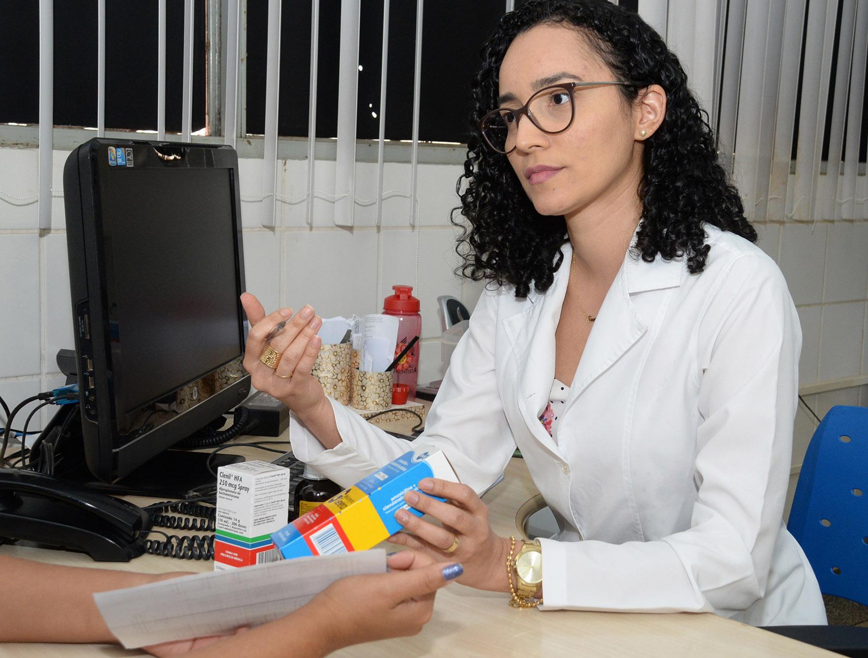 Farmacêuticos recebem curso sobre atendimento clínico e prescrição de medicamentos