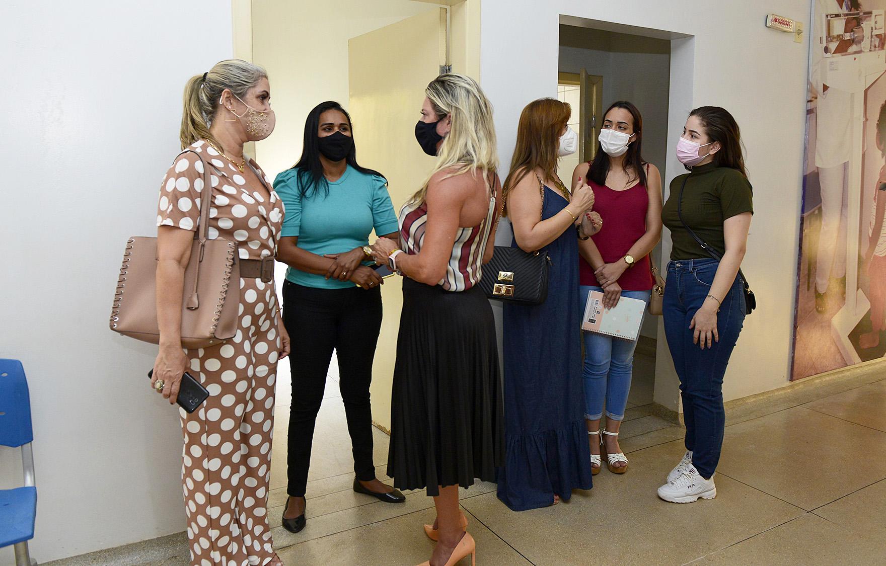 Assessora do Ministério da Saúde, Alessandra Castro (ao centro), em visita à USF da Arno 41