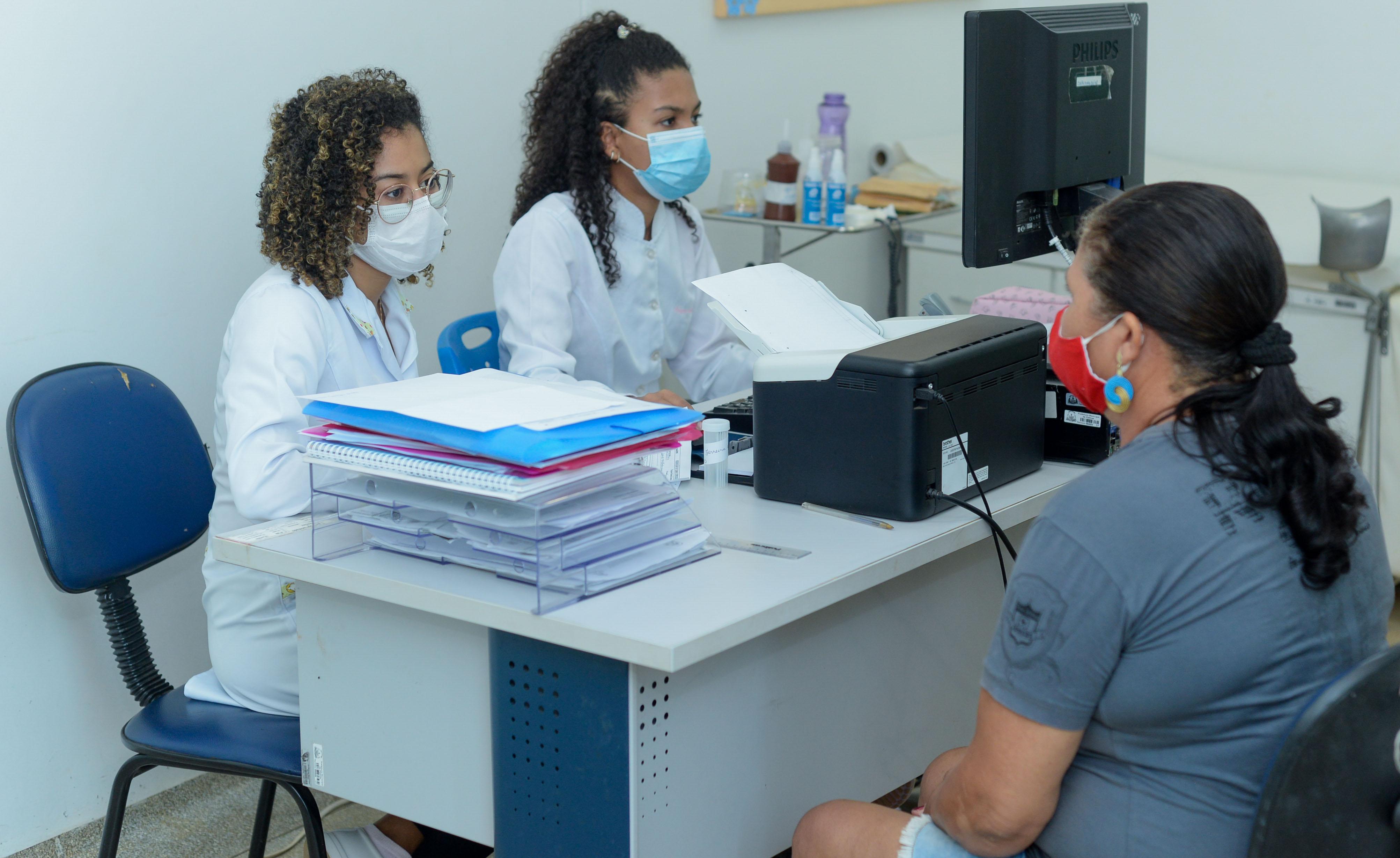 Outubro Rosa: unidades de Saúde realizam atendimentos voltados à promoção da saúde das mulheres